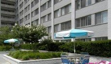 outdoor tables and chairs at Colesville Towers