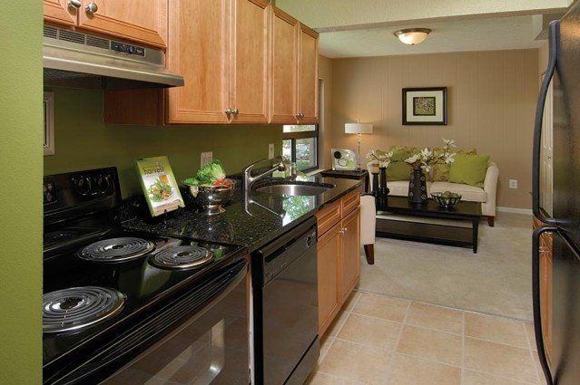 Glen Oaks Apartments kitchen